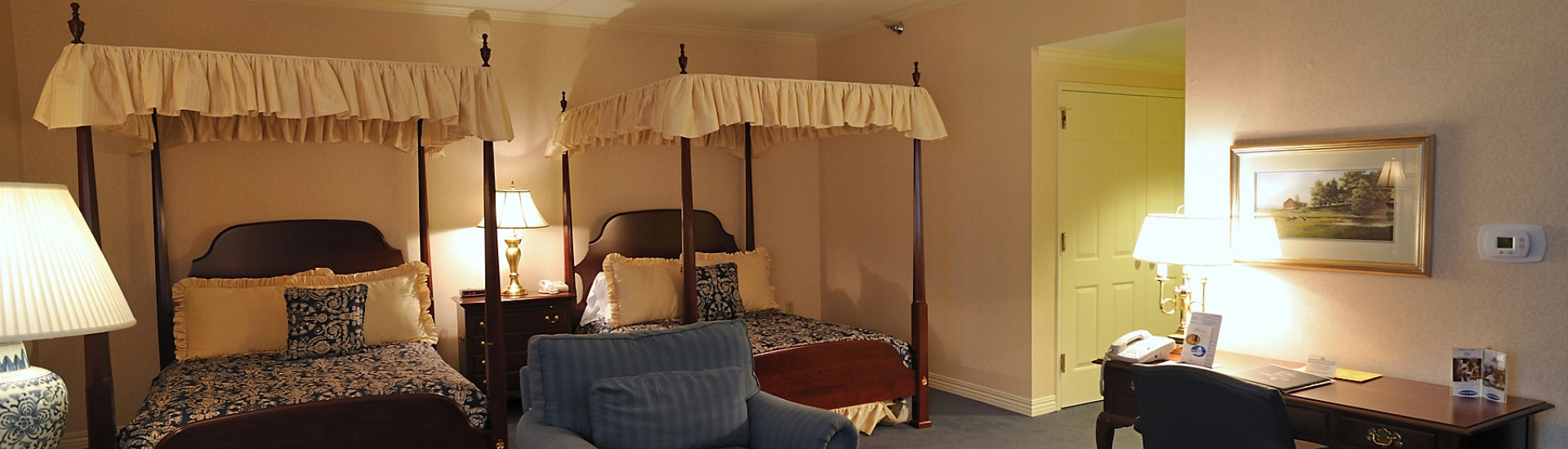 Deluxe Double canopy bed area